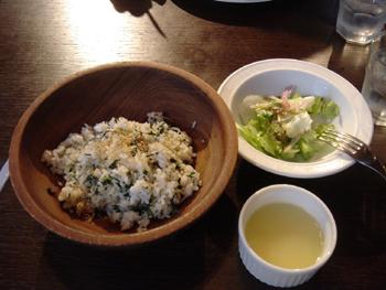 横浜元町のカフェ「汐汲坂ガーデン」のじゃこピラフランチ