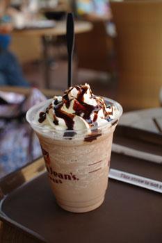 トレッサ横浜にあるグロリアジーンズコーヒーのドリンク