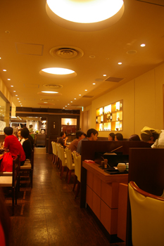 横浜ランドマークの和カフェ「緑茶+話」の店内