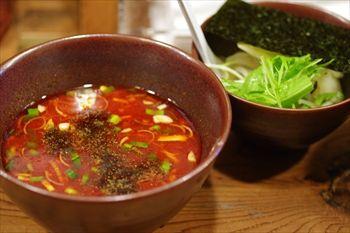 横浜東神奈川にあるつけ麺店「イツワ製麺所食堂」のつけ麺