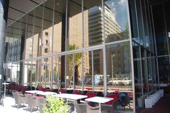 横浜日本大通りにあるレストラン「ビストロ リトモ」の外観