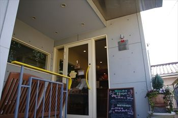 新横浜にあるパン屋「シャンドブレ」の入り口