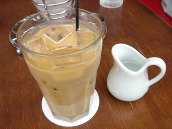 横浜赤レンガ倉庫のCafe Madu (カフェ マディ)のカフェラテ