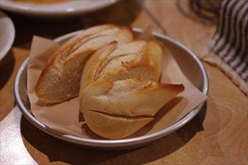 横浜妙蓮寺にあるイタリアン「レストラン ブー」のパン