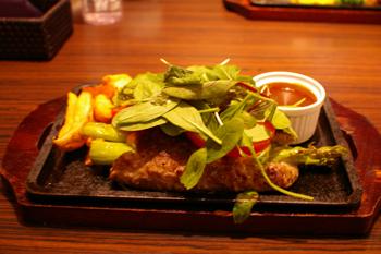横浜ワールドポーターズのステーキハウスのハンバーグ2