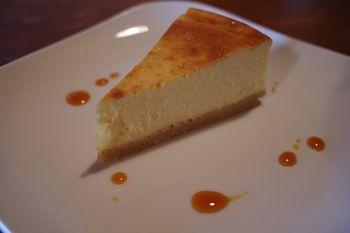西横浜にあるカフェ「夏至茶屋」のチーズケーキ
