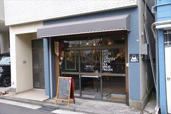 横浜東白楽にあるベーカリーカフェ「ベースプラスワン」の外観