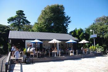 江ノ島にあるカフェ「ロンカフェ」の外観