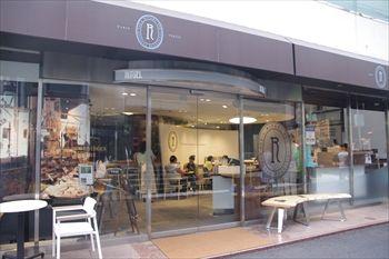 東京表参道にあるパン屋「RITUEL(リチュエル)」の外観