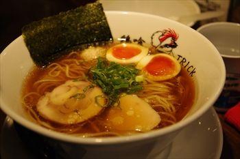 横浜吉野町にあるラーメン店「鶏喰(〜TRICK〜)」のラーメン