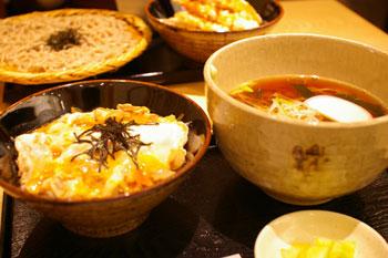 キュービックプラザ新横浜にある蕎麦屋「右衛門」の蕎麦