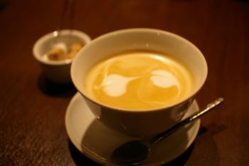 横浜西口のおしゃれなカフェ「リマプル」のカフェラテ