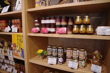 横浜綱島にあるパン屋「俺のBakery」の店内