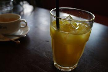 ららぽーと横浜にあるカフェ「猿カフェ」のオレンジジュース