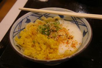 ららぽーと横浜の丸亀製麺所のとろろ釜玉うどん