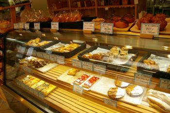 横浜金沢区のおいしいベーカリー「ブレドール」の店内1