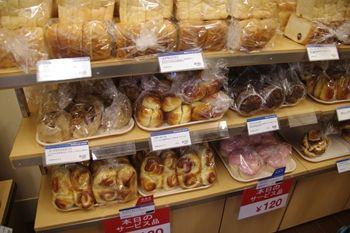 北新横浜にあるパン屋さん「ブレッドボックス」の店内
