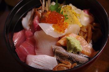 三浦にある寿司屋「寿司割烹 豊魚」の海鮮丼