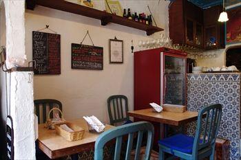 横浜妙蓮寺にあるイタリアンレストラン「レストラン ブー」の店内