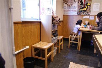 横浜白楽にあるつけ麺のお店「くり山」の店内