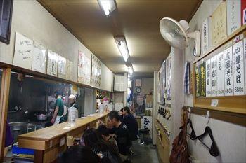 横浜仲町台にあるラーメン店「白河中華そば」の店内