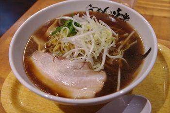 新横浜にある「利尻らーめん味楽」のラーメン