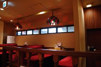 横浜西口にある洋食店「カリオカ」の店内