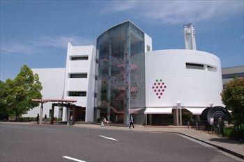 横浜鶴見にある「東京ストロベリーパーク」の外観