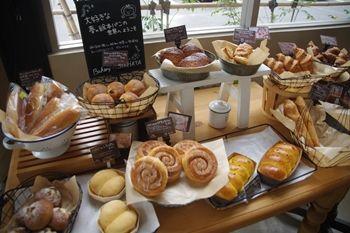 横浜青葉台にあるパン屋「サシハタベーカリー」の店内