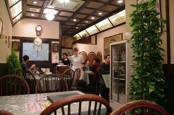 横浜中華街にある「広東料理 吉兆」の店内