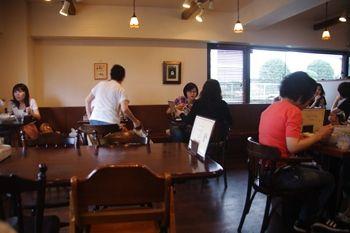 横浜綱島にあるスープカレーのお店「ハンジロー」の店内