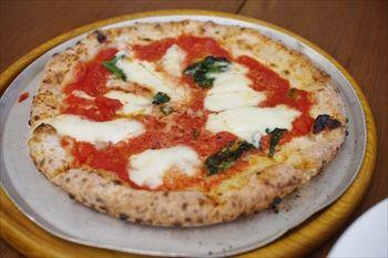 逗子にあるイタリアン「カンティーナ」のピザ