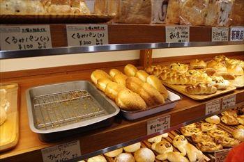 川崎新丸子にあるパン屋「ベルマティネ」の店内