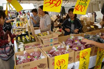 横浜南部市場まつりの売り場