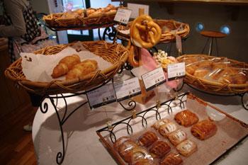 横浜日ノ出町にあるパン屋「Bakery Ruhetal」の店内