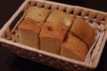 横浜関内にあるイタリアン「ヴィア トスカネッラ」のパン