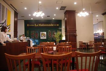 新横浜にある「ウォーターフォールカフェ」の店内