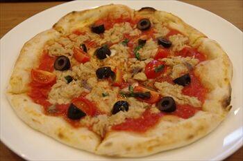 東神奈川にあるパン屋「パンドウー」のピザ
