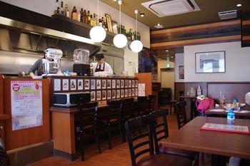 横浜洋光台にあるハンバーガーショップ「パスタイム」の店内