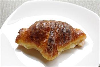 「マリーン アンド ウォーク ヨコハマ」にある「&Swell」のパン