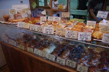 横浜こどもの国のパン屋さん「パナデリア シエスタ」の店内
