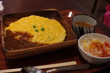 ららぽーと横浜にある「大阪の味二平」のオムハヤシ
