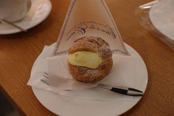 横浜あざみ野にあるカフェ「プチゾウ」のシュークリーム