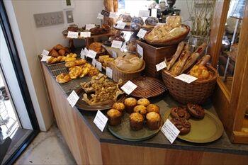 横浜反町にあるパン屋「パン ゴルジュ」の店内
