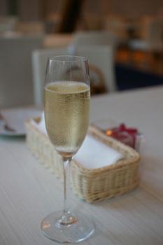 横浜みなとみらい「ブラッセリーハタ」のシャンパン