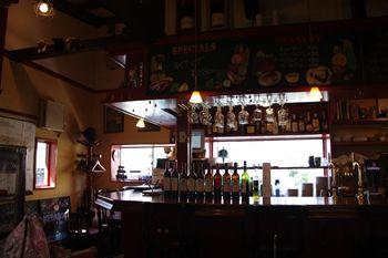 横浜鴨居にあるカフェ「PLANTA ALTA」の店内