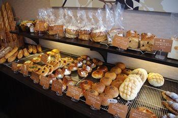 横浜東神奈川にあるパン屋さん「パンドウー(PaindeU)」の店内