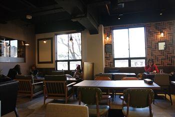 横浜関内にある「kawara CAFE&DINING」の店内