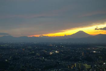 横浜ランドマークタワー スカイガーデンからの夕景