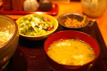 横浜ルミネにある豚肉料理のお店「黒ぶたや」の味噌汁